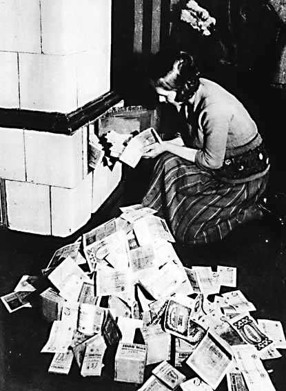 ww1 woman burning money